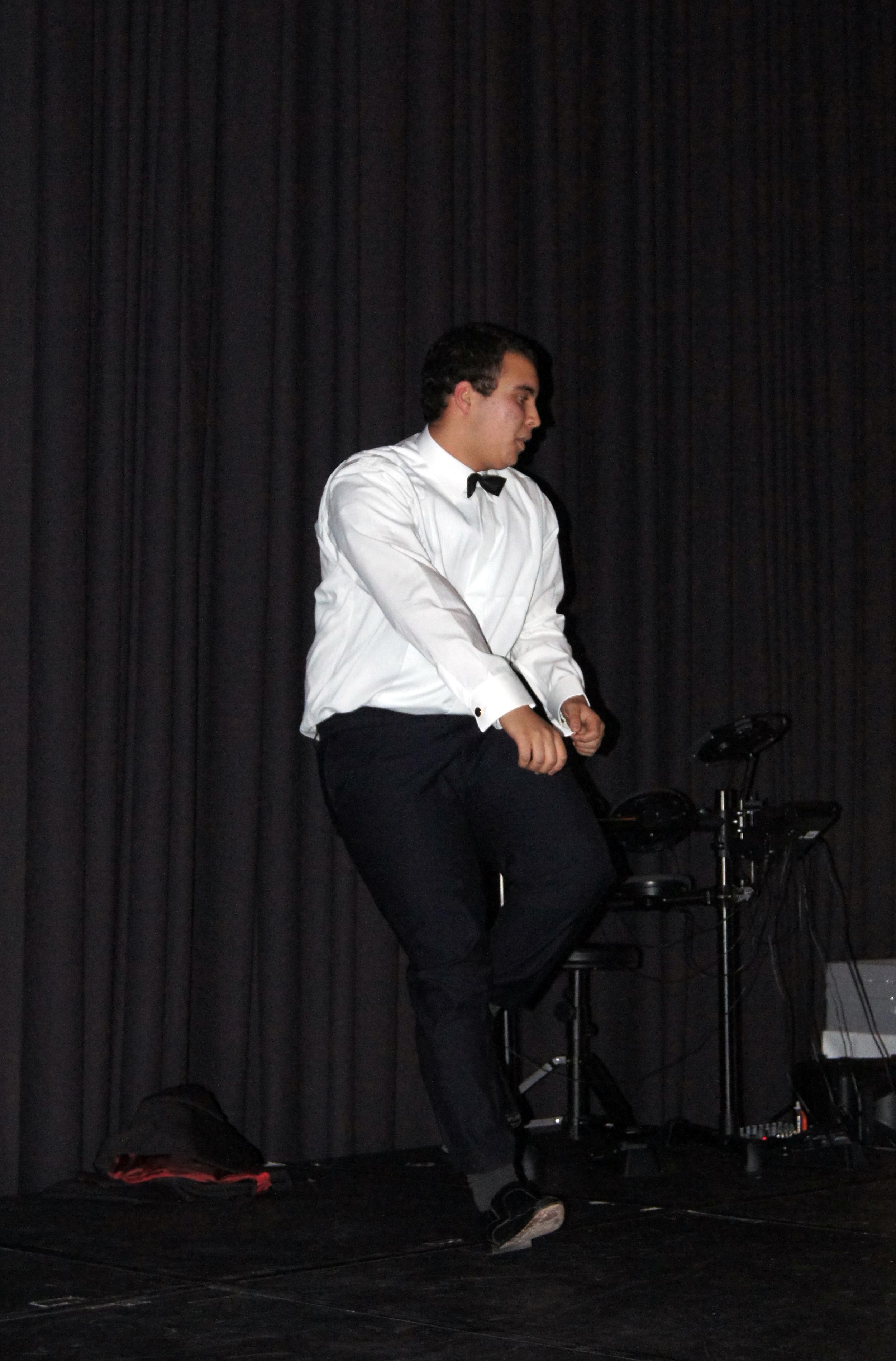 DANSELØVE: Ali Mounji imponerte kurset med dans under middagen.