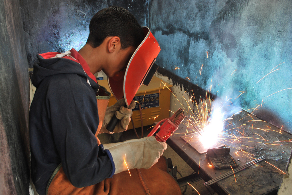 A student does arc welding, Afghanistan.                  ©   Sofie   Tesson / TAIMANI FILMS / WORLD BANK