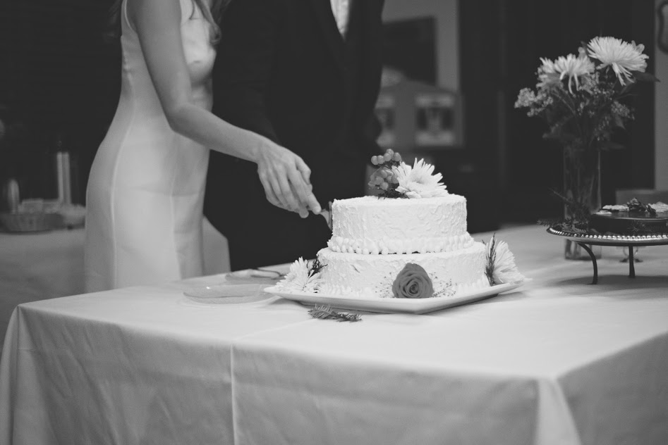 Salt-Lake-Photographer-Wedding-Cake.jpg