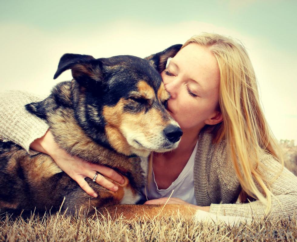 k9x girl kissing dog