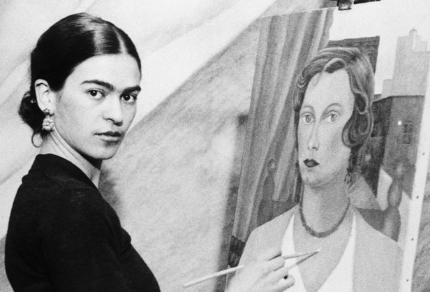 Frida in front of the easel at the very beginning of her painting career