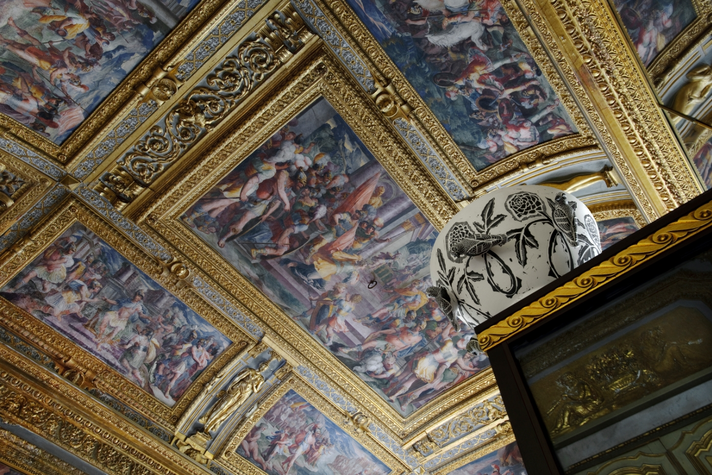These are the ceilings of the store, with frescoes from the Punic War that go back five centuries in time