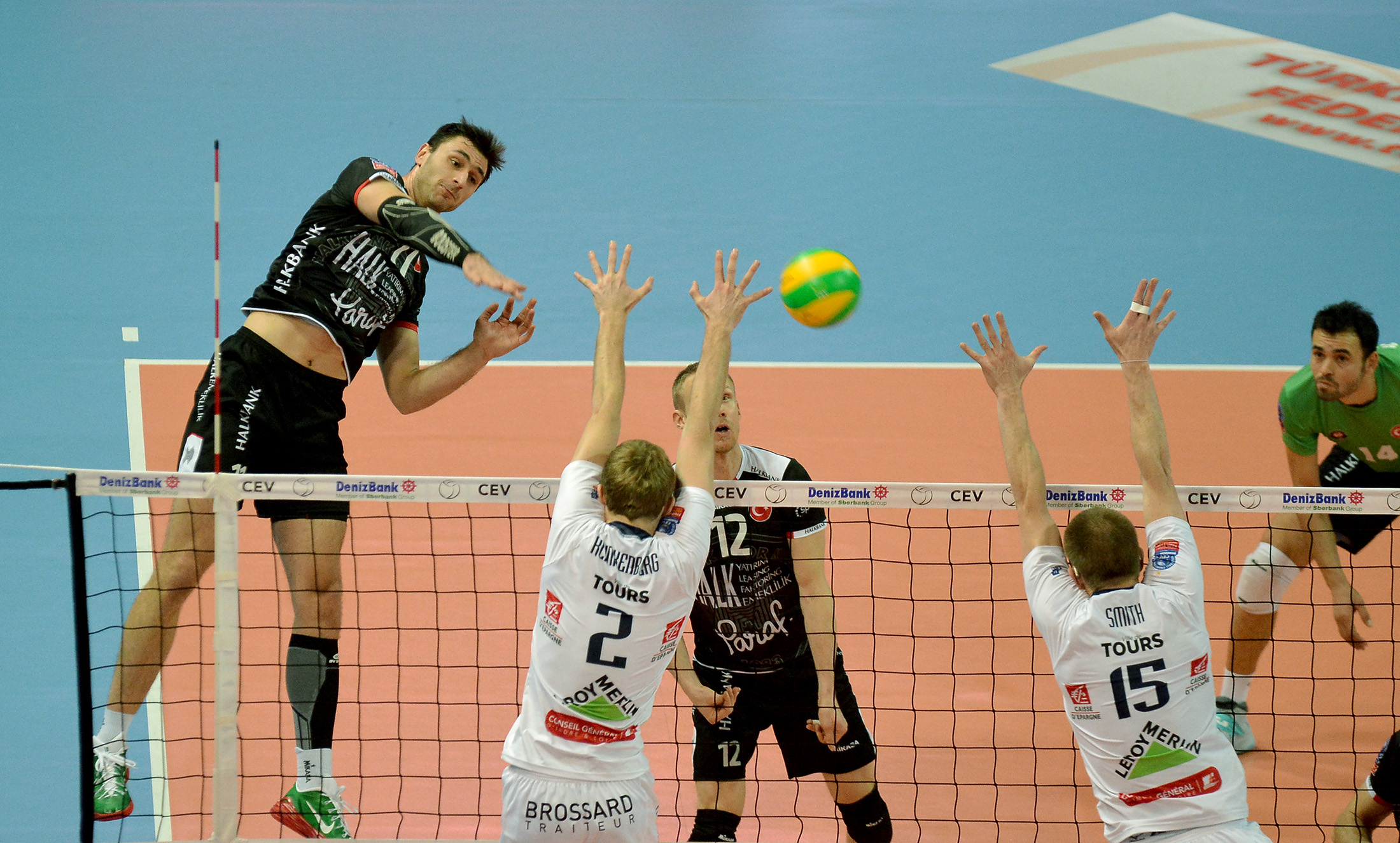 Bulgarian Tsvetan Sokolov led the match with 15 kills, two aces and a block for Halkbank Ankara