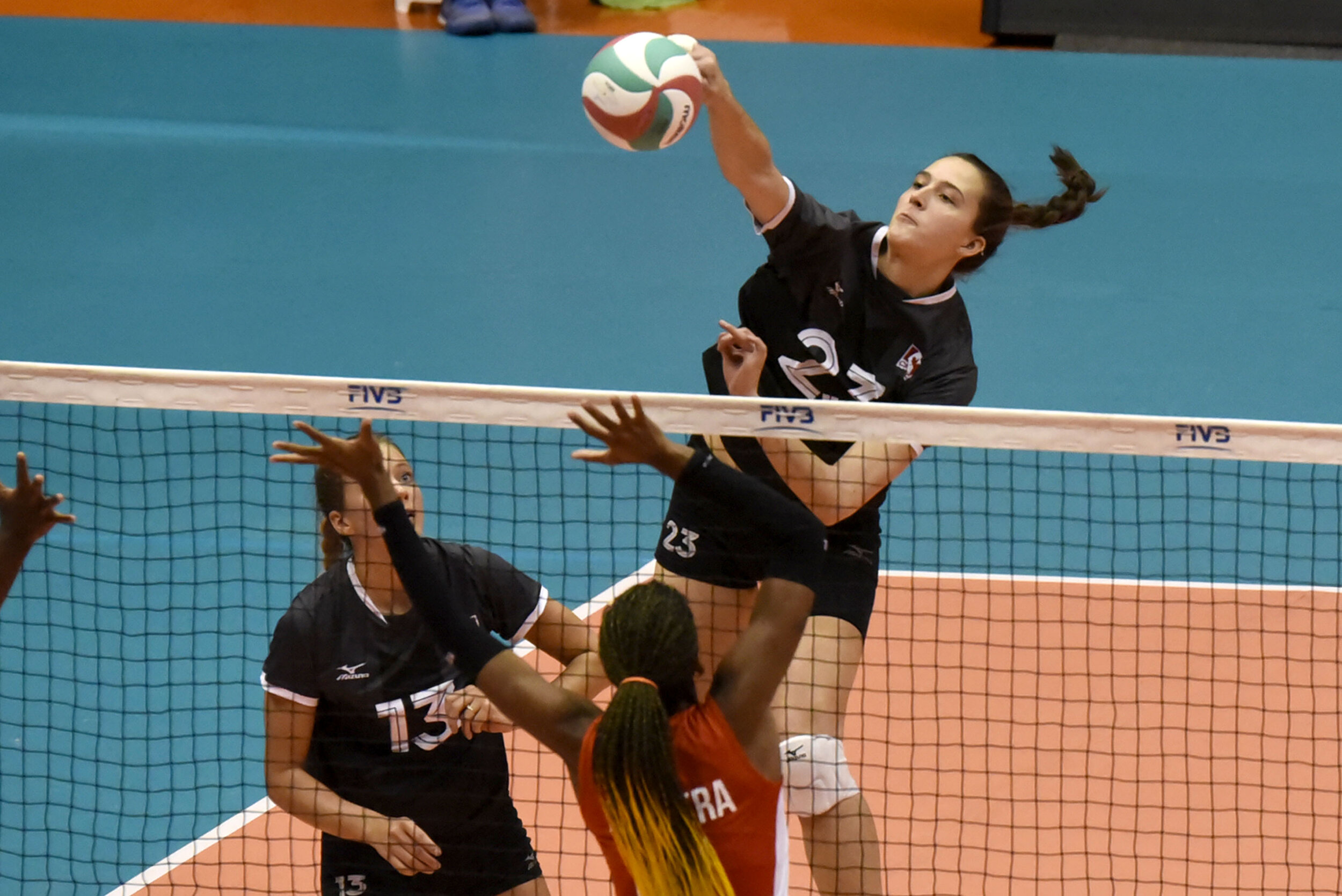 Emily Maglio added 8 kills and a block against Cuba  Photo: NORCECA