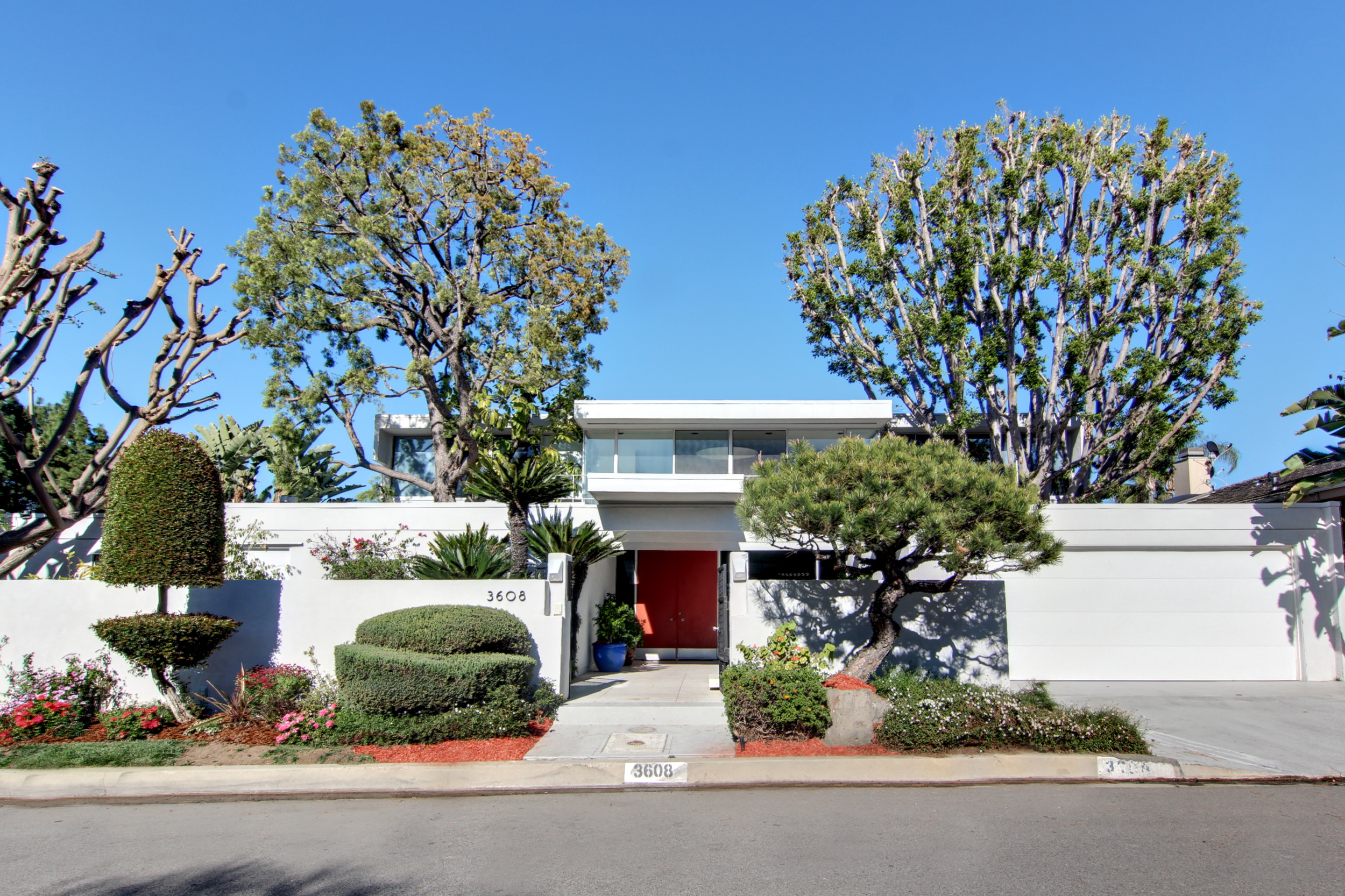 Entry to Neutra-inspired home with landscape done by Pearl