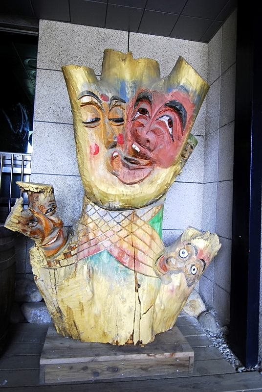 A rather bizarre wooden sculpture showing drunk people - not pictured in this outside area between the buildings is a chance to figure out what kind of drunk you are. While the descriptions are in Korean, you can make a reasonable guess by looking at the pictures.