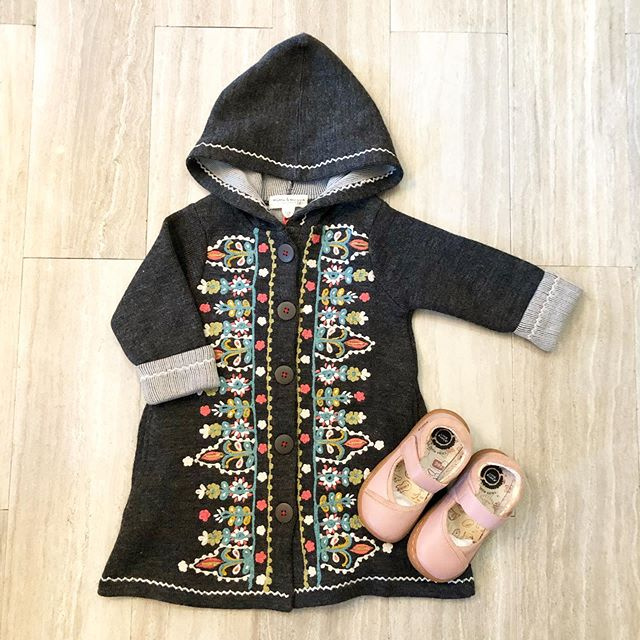 It's been over 100 degrees and we are already down to just THREE of these sweater coats from Mimi & Maggie! Be sure to come in today! #shabbyaddy #mimiandmaggie #livieandluca #childrensboutique #bringonfall #fall #socozy #downtownturlock #childrensboutique #minifashion
