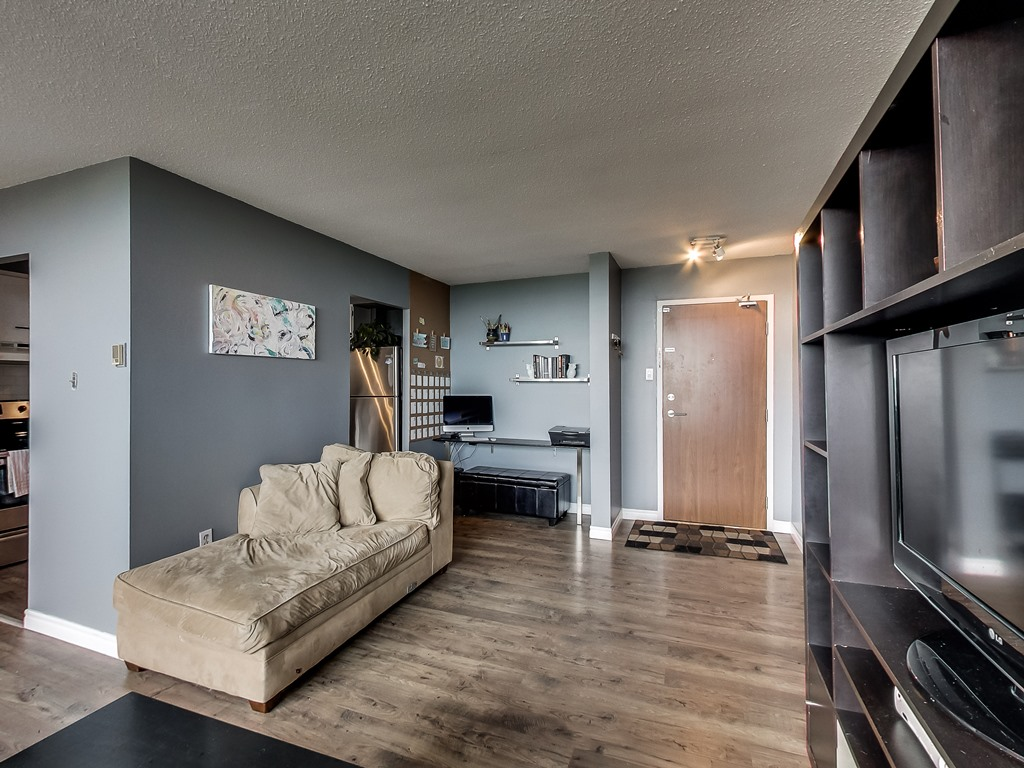 2301-Derry-Road-West-Unit-1004-Mississauga-Karly-Moore-Real-Estate (8).jpg