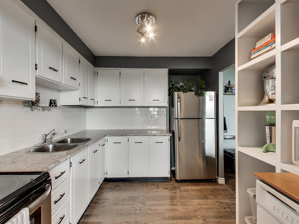 2301-Derry-Road-West-Unit-1004-Mississauga-Karly-Moore-Real-Estate (12).jpg