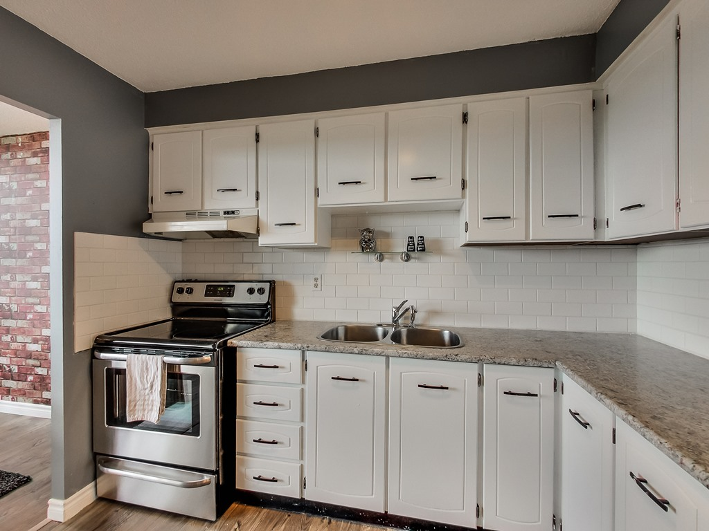 2301-Derry-Road-West-Unit-1004-Mississauga-Karly-Moore-Real-Estate (13).jpg