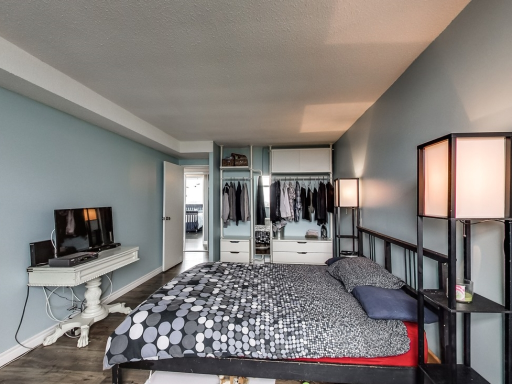 2301-Derry-Road-West-Unit-1004-Mississauga-Karly-Moore-Real-Estate (4).jpg