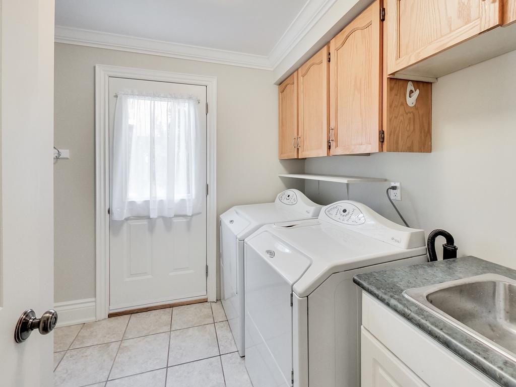 1079-Red-Pine-Cres-Lorne-Park-Mississauga-Real-Estate-Karly-Moore (28).jpg