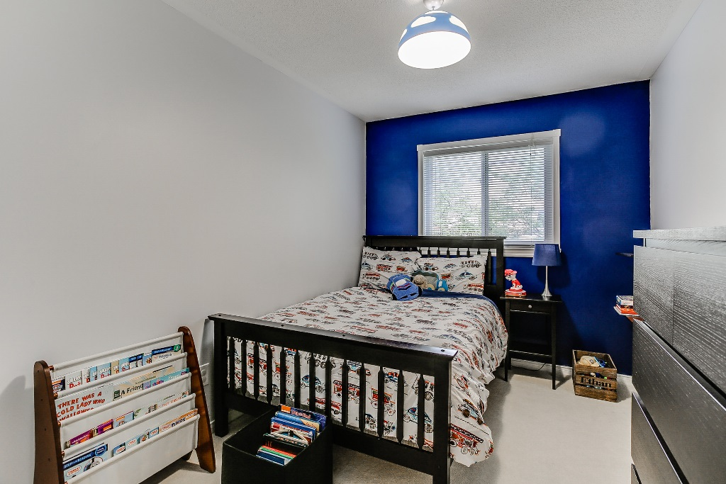 30_3rdbedroom1.jpg