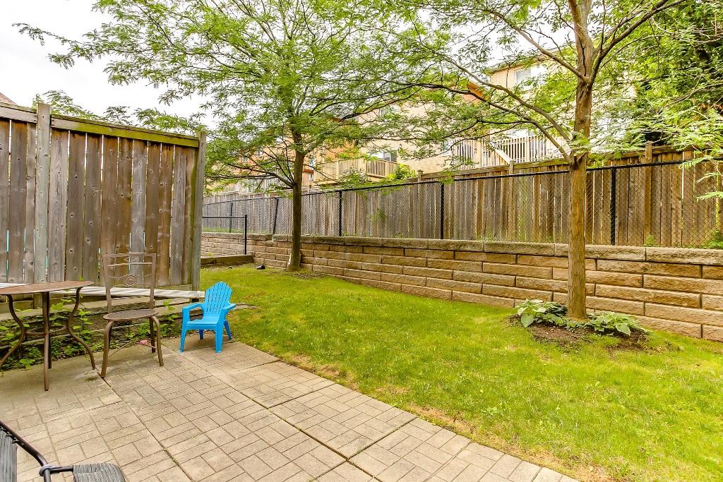 35_backyard3.jpg
