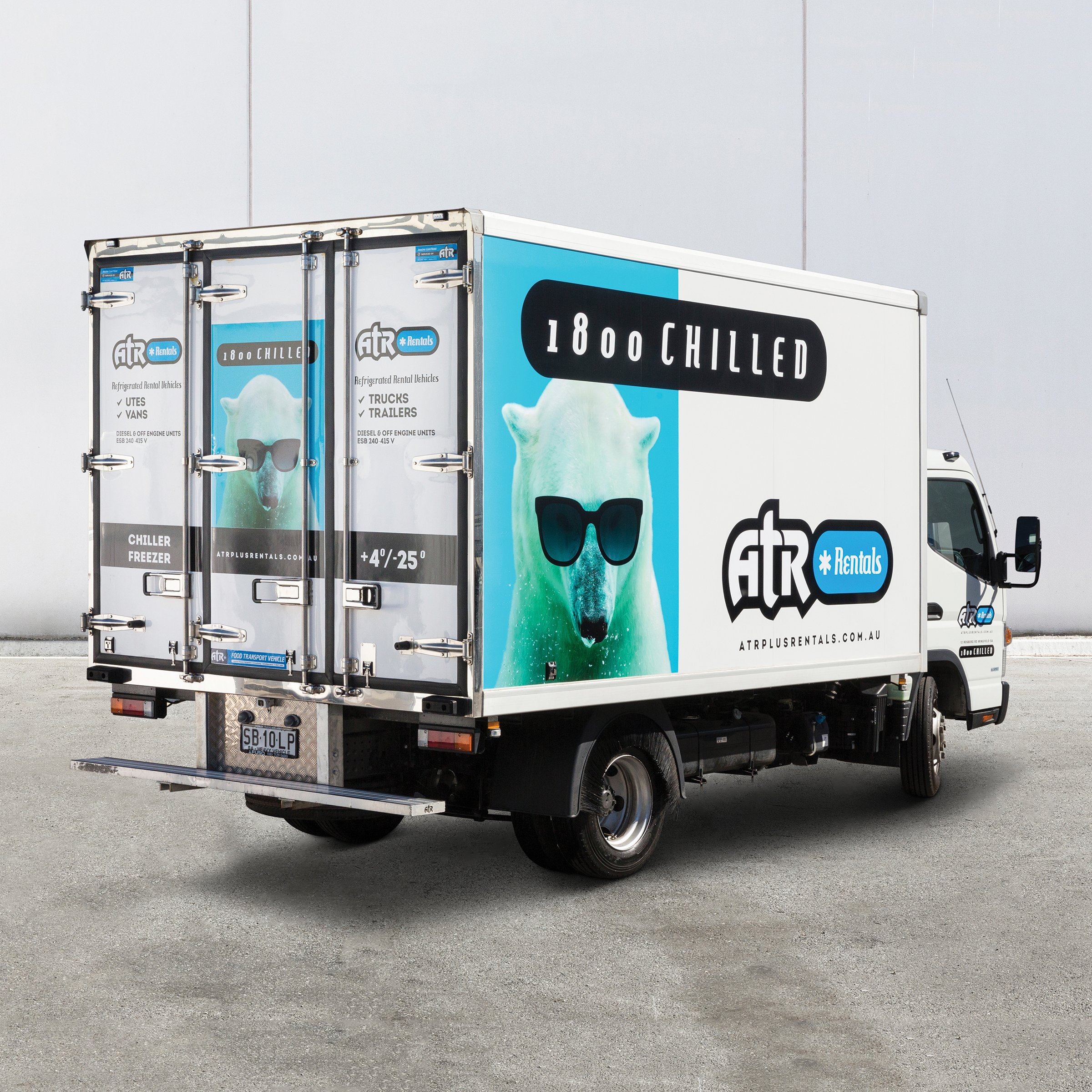 rental-canter-refrigerated-truck1.png
