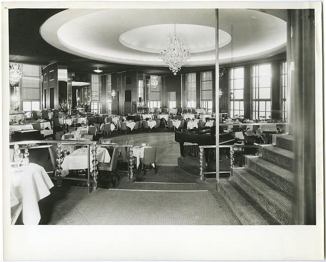 The famed Rainbow Room circa 1934. Photo via the Library of Congress.