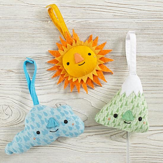 Your baby can experience plenty of natural wonders with our Sightseeing Rattle. Each super soft rattle features a friendly face and fabric loop that attaches to strollers or activity gyms. Designed exclusively for us by Hi Tree.