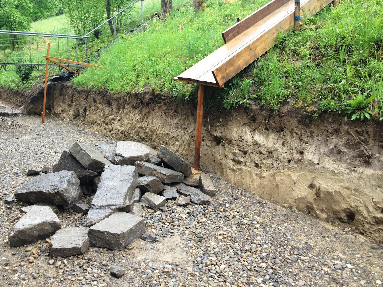Die Steine wurden über eine Rutsche auf den Bauplatz gebracht.