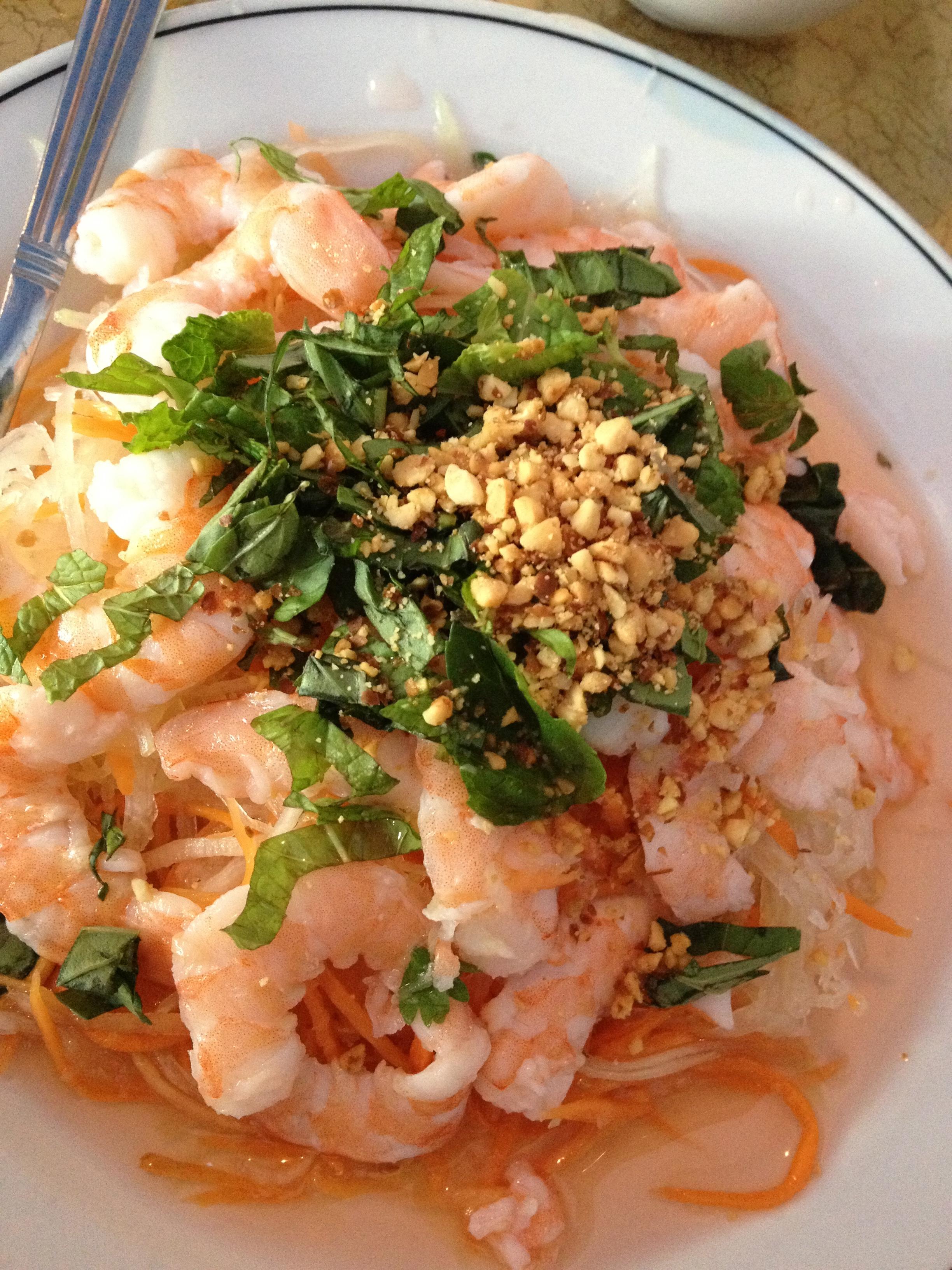 Green papaya salad with shrimp and peanuts