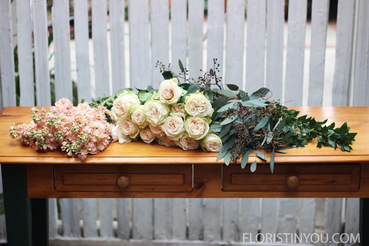 You will use champagne stalk, 'Garden Spirit' roses, &'Seeded Eucalyptus'.