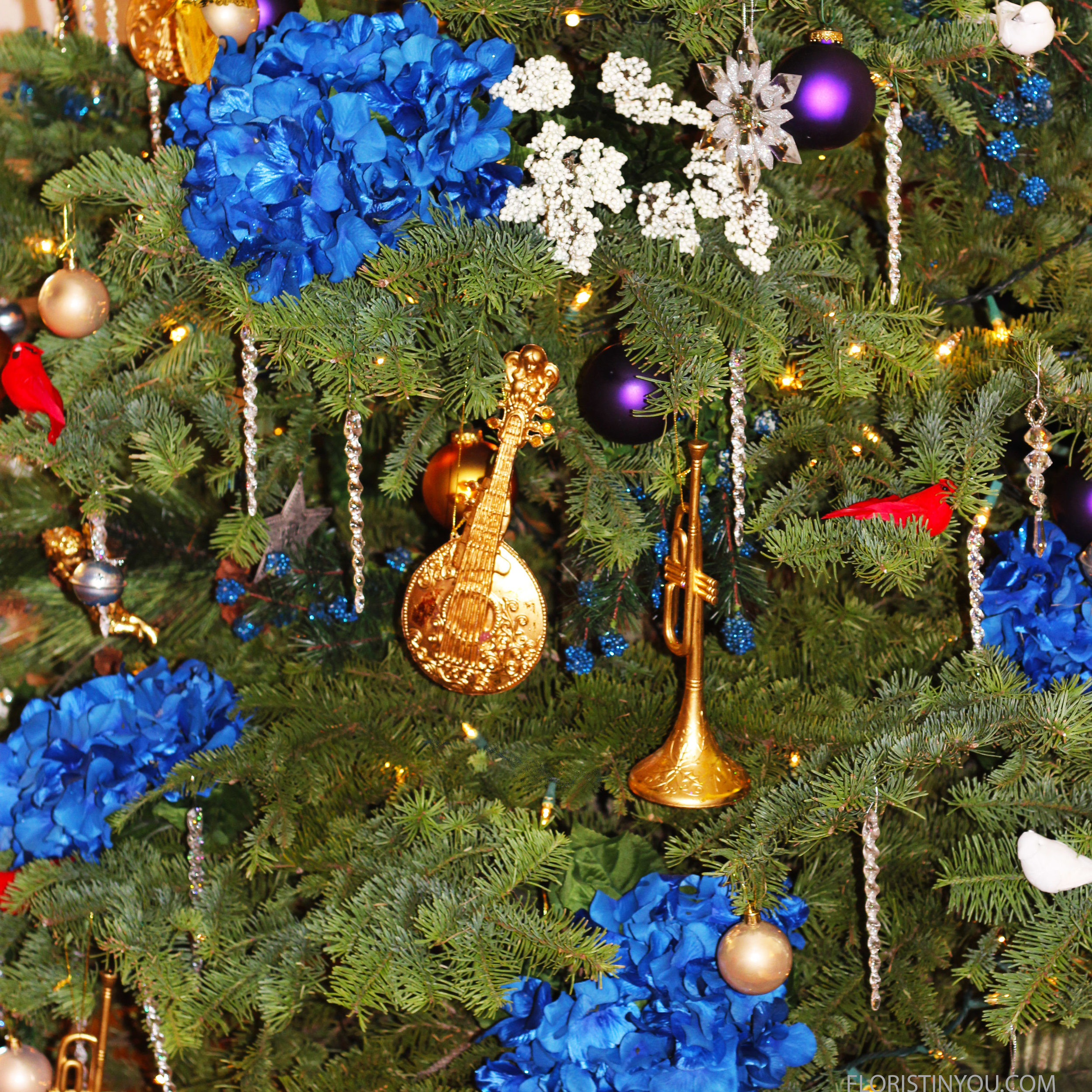 """How to Decorate your Christmas Tree with Flowers                     Normal   0           false   false   false     EN-US   JA   X-NONE                                                                                                                                                                                                                                                                                                                                                                              /* Style Definitions */ table.MsoNormalTable {mso-style-name:""""Table Normal""""; mso-tstyle-rowband-size:0; mso-tstyle-colband-size:0; mso-style-noshow:yes; mso-style-priority:99; mso-style-parent:""""""""; mso-padding-alt:0in 5.4pt 0in 5.4pt; mso-para-margin:0in; mso-para-margin-bottom:.0001pt; mso-pagination:widow-orphan; font-size:12.0pt; font-family:Cambria; mso-ascii-font-family:Cambria; mso-ascii-theme-font:minor-latin; mso-hansi-font-family:Cambria; mso-hansi-theme-font:minor-latin;}"""