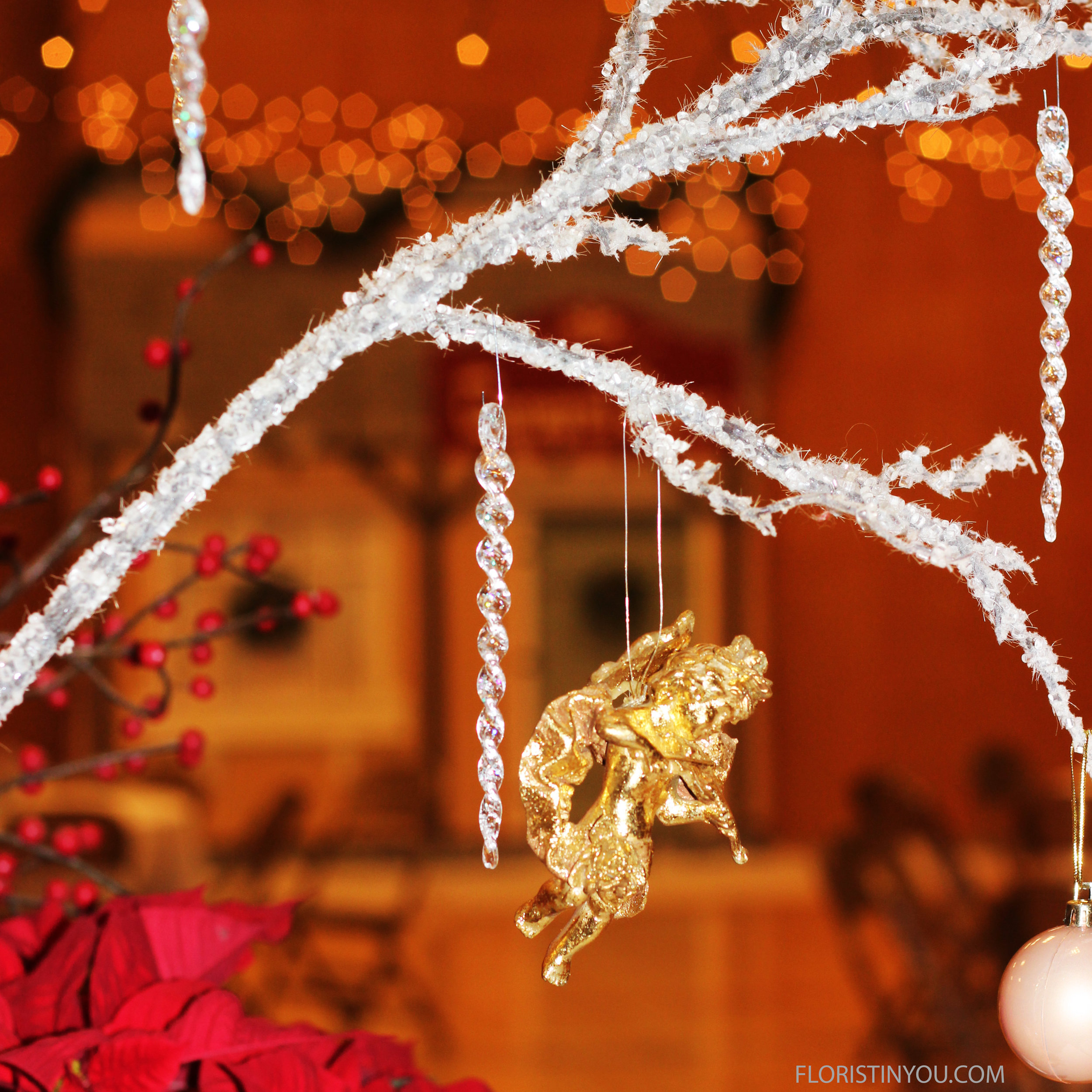 You can hand gilded angels, icicles, small pearl Christmas balls from them.