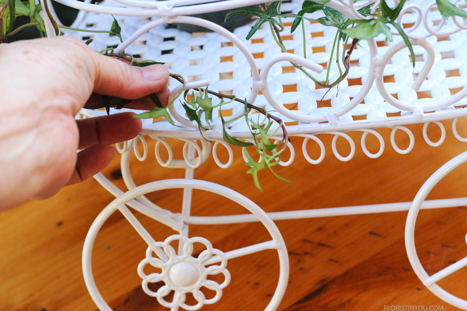 Weave ivy around wire carriage.