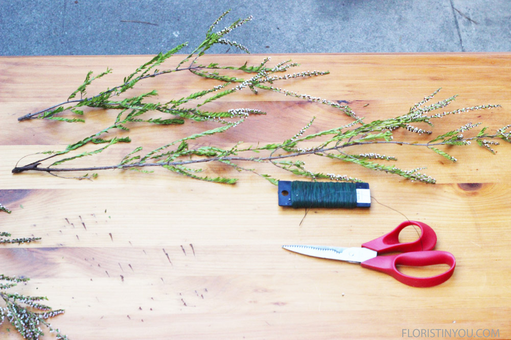You will use the paddle wire to wire some heather branches together