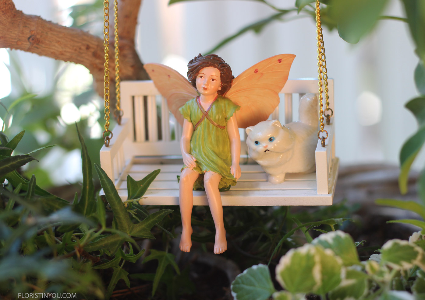 The swing & fairie pets are on the shop-fairie-garden link above.