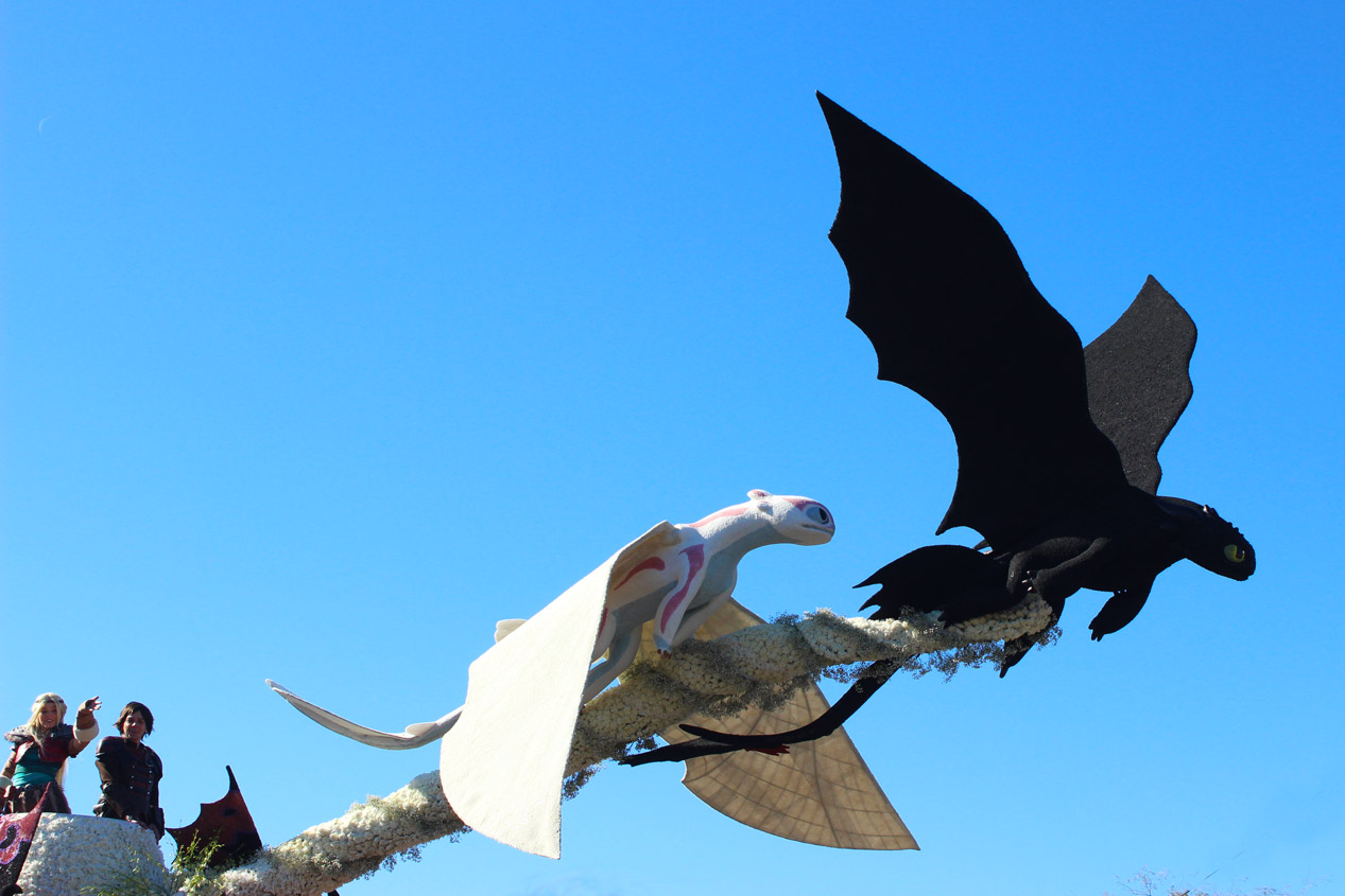 Toothless and Light Fury's first date and Astrid and Hiccup.