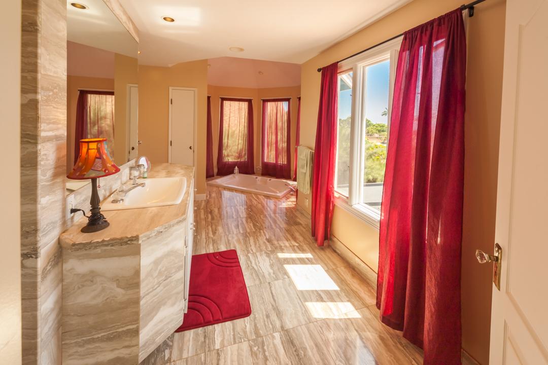 Serenity Suite's Luxurious Bathroom