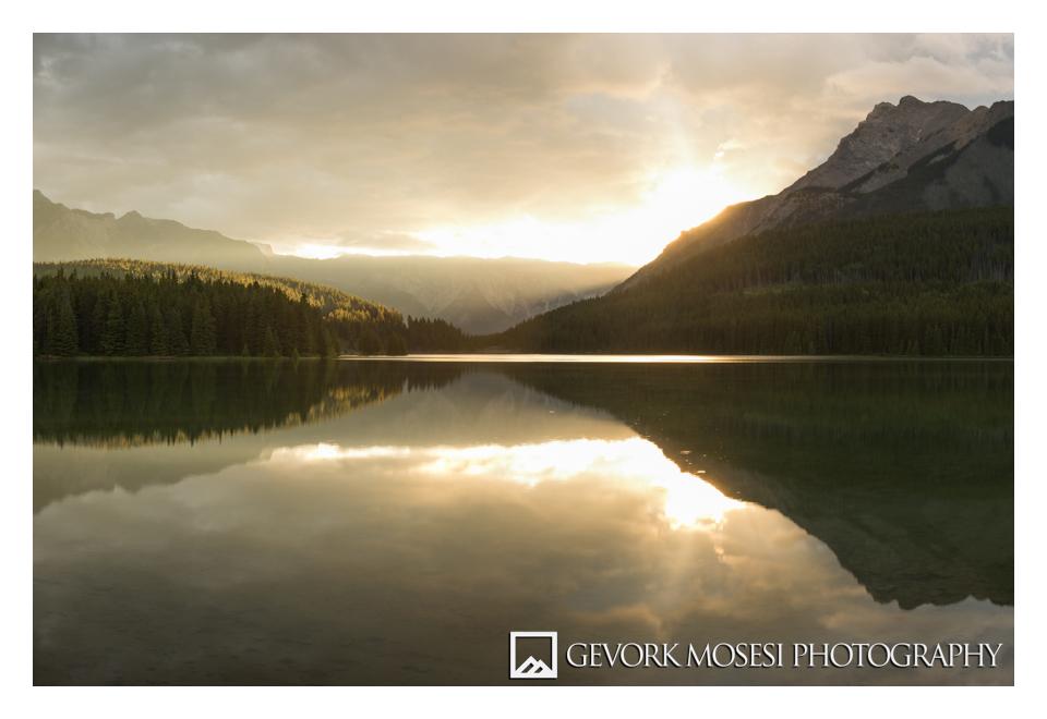 gevork_mosesi_photography_landscape_banff_alberta_two_jack_lake_sunrise_reflection_sun_ray_rays-1.jpg