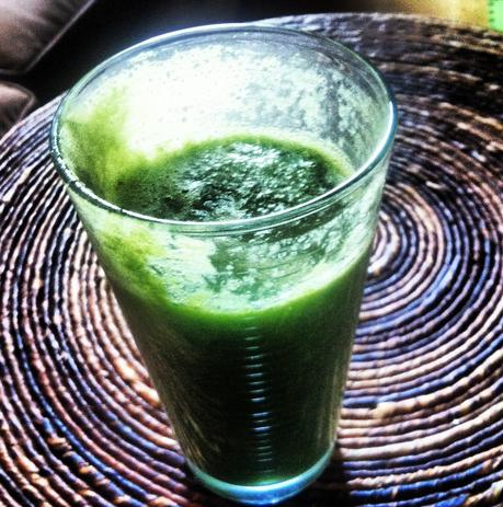 green+drink+in+glass.jpg