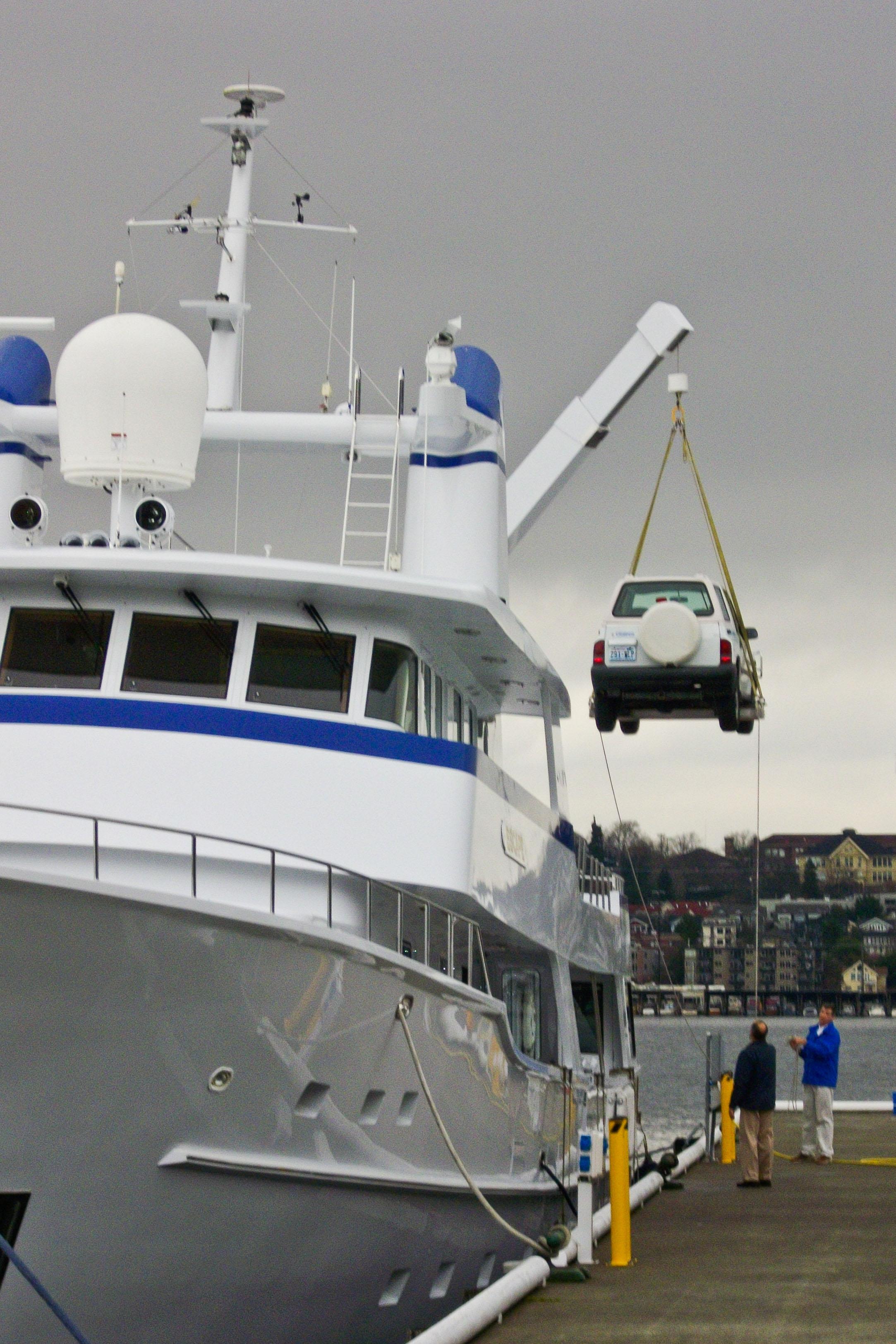 crane_lifting_car_aboard
