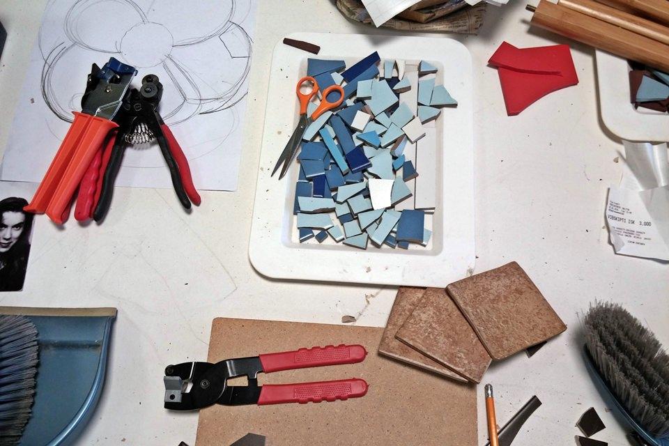 creative iceland mosaic workshop Hafnarfjordur 12.jpg