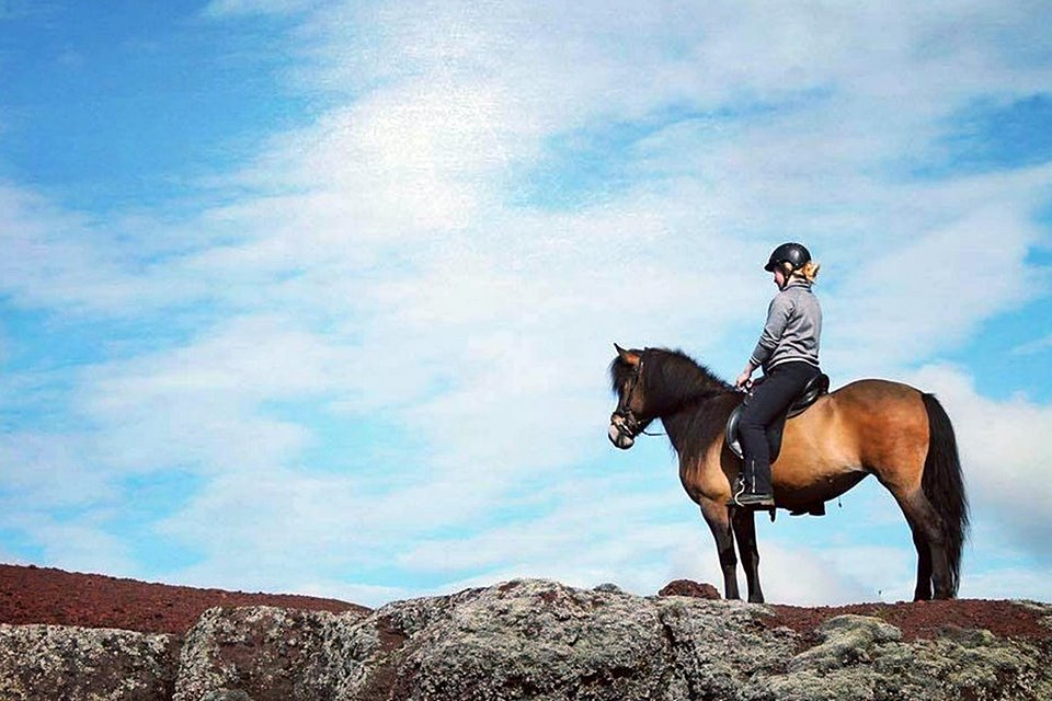 MORNING HORSEBACK RIDING TOUR - VOLCANO TOUR - Mountains, Lakes And Lava Formations