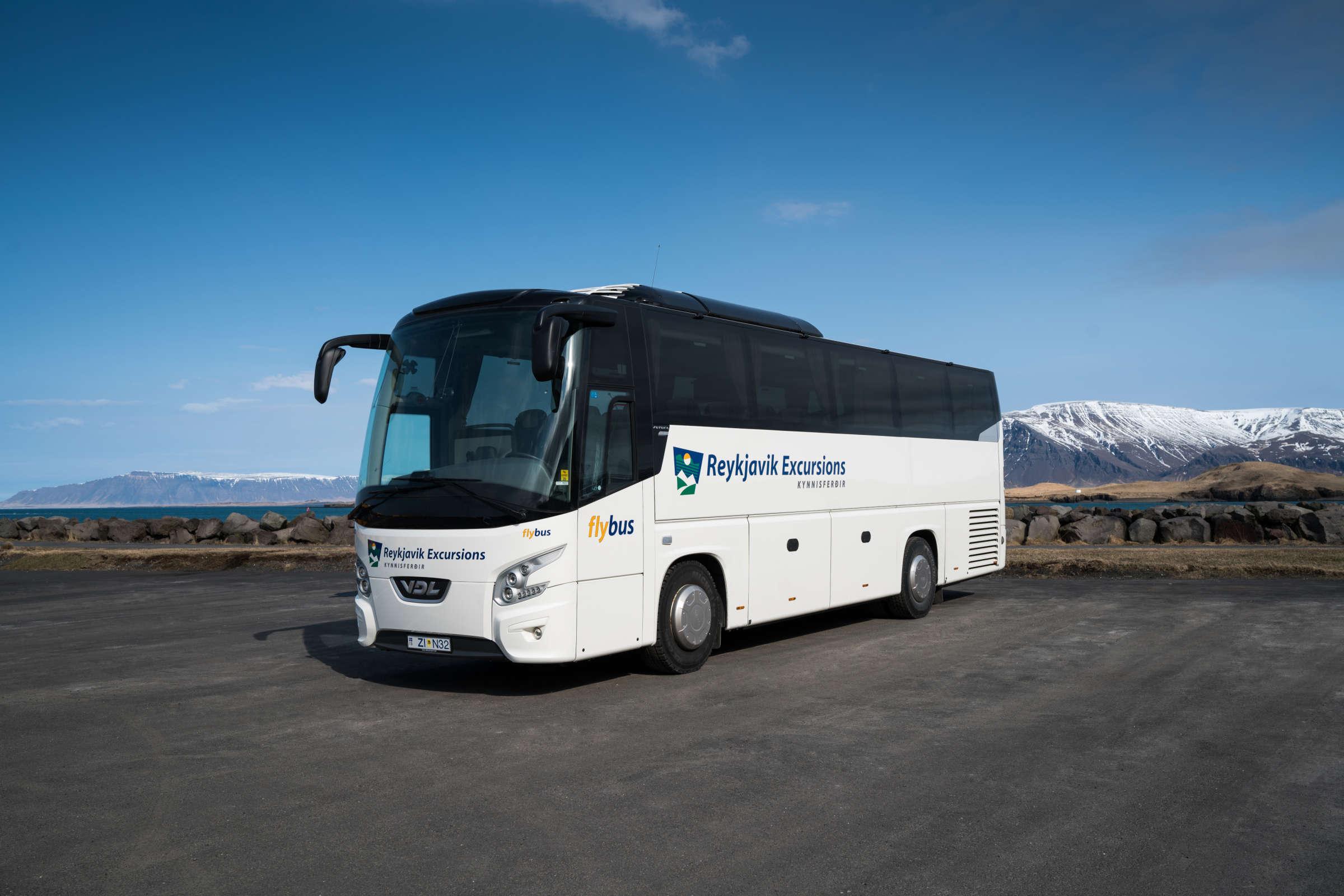 Flybus_Pose2.jpg