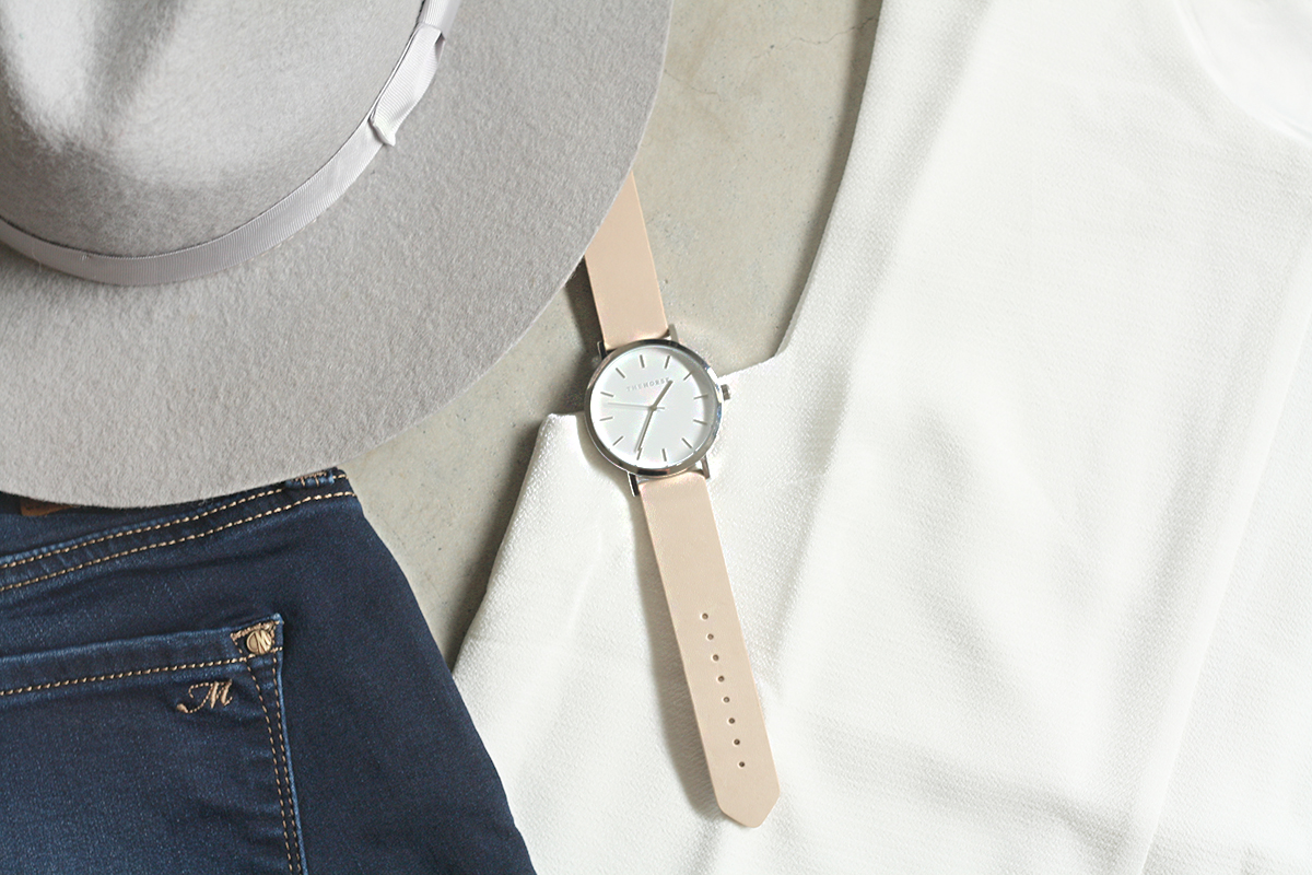 FEATURING:   LACK OF COLOR  HAT,  MAVI  JEANS,  SHILLA  TOP &  THE HORSE  WATCH