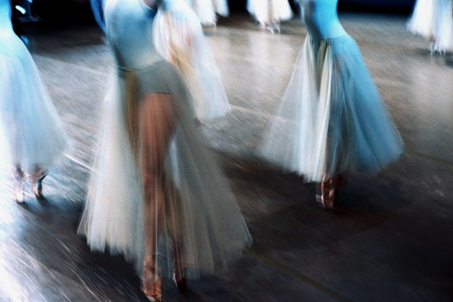 item16.rendition.slideshowWideHorizontal.ballet-ss17.jpg