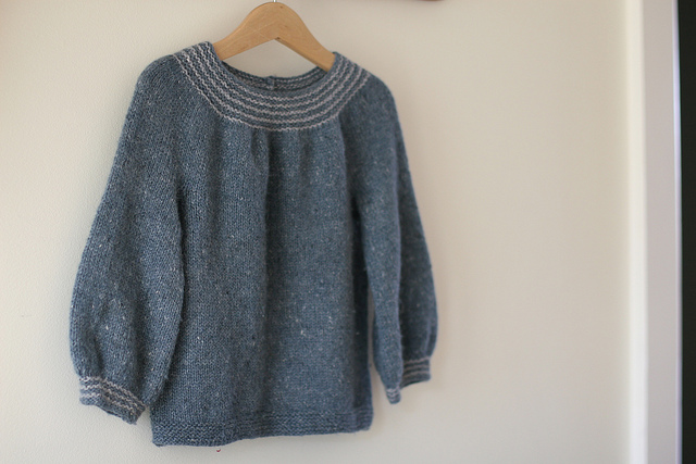 This pattern Seamless Blue uses the same yarn at different gauges to achieve different sizes (and a different fabric).