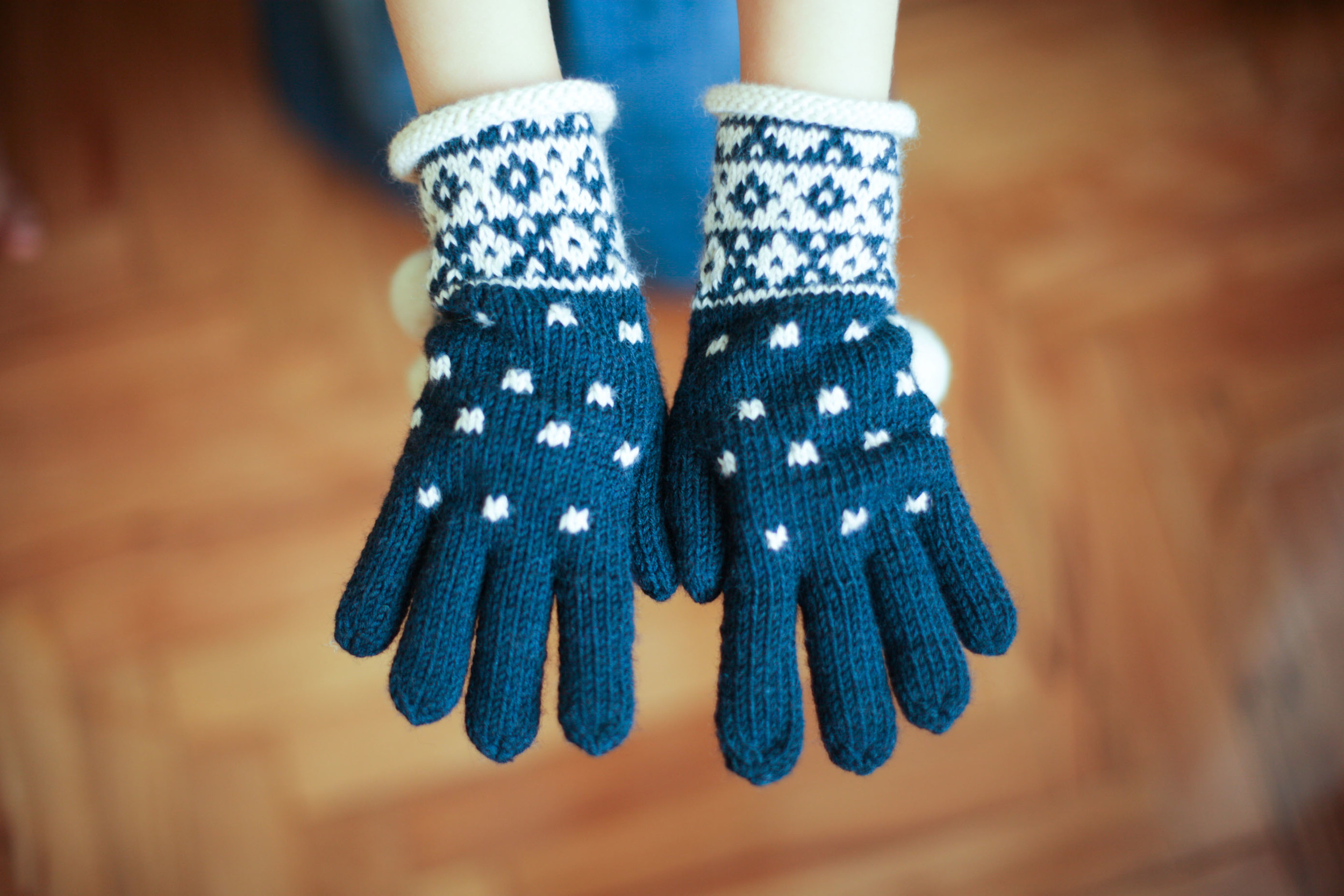 The beautiful gloves I purchased for the middle kid. I was told it was wool but they feel to me like they have some alpaca. They are slightly silky in their softness but the yarn isn't over processed.