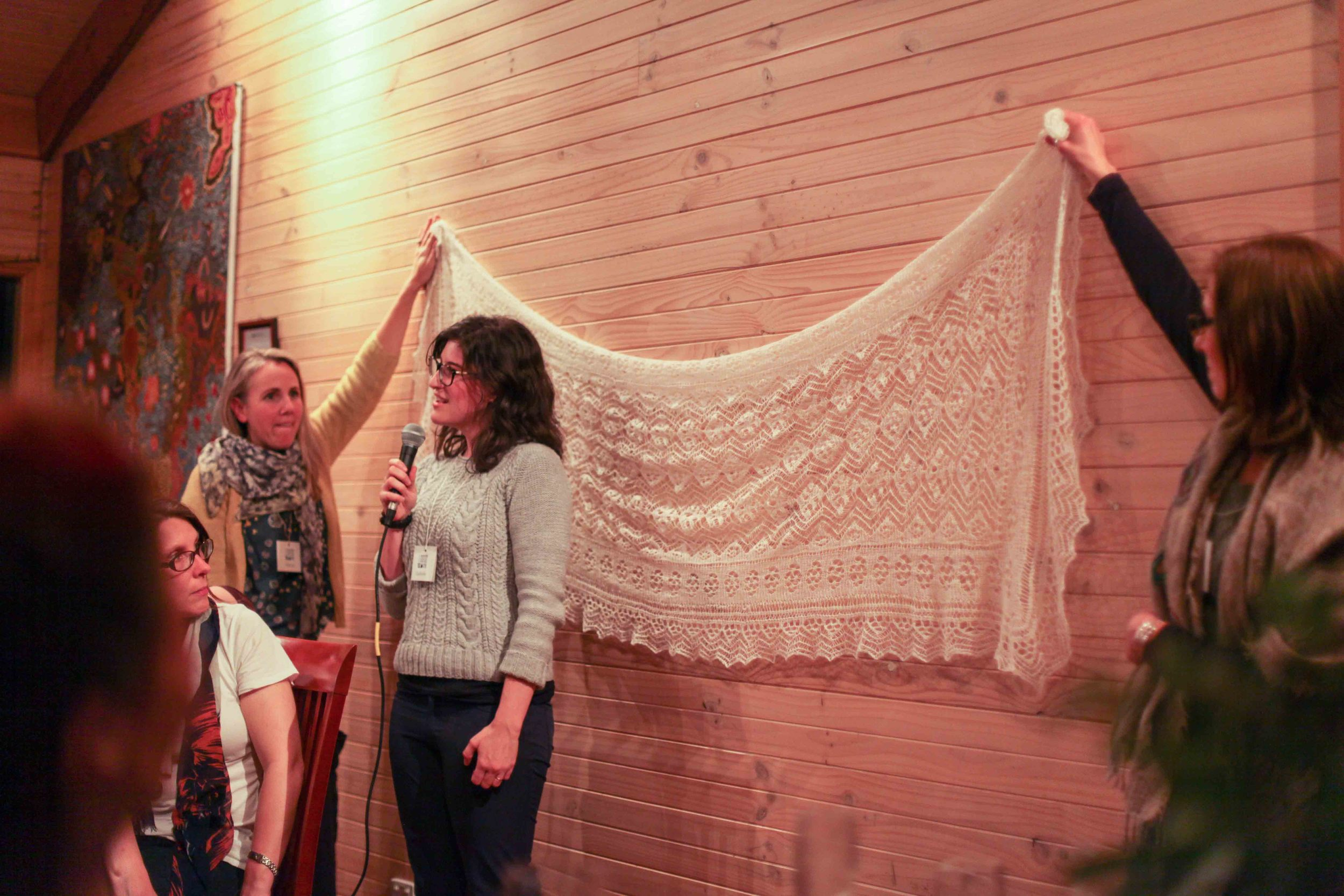 Ophelie introducing herself and showing us her magical wedding shawl.