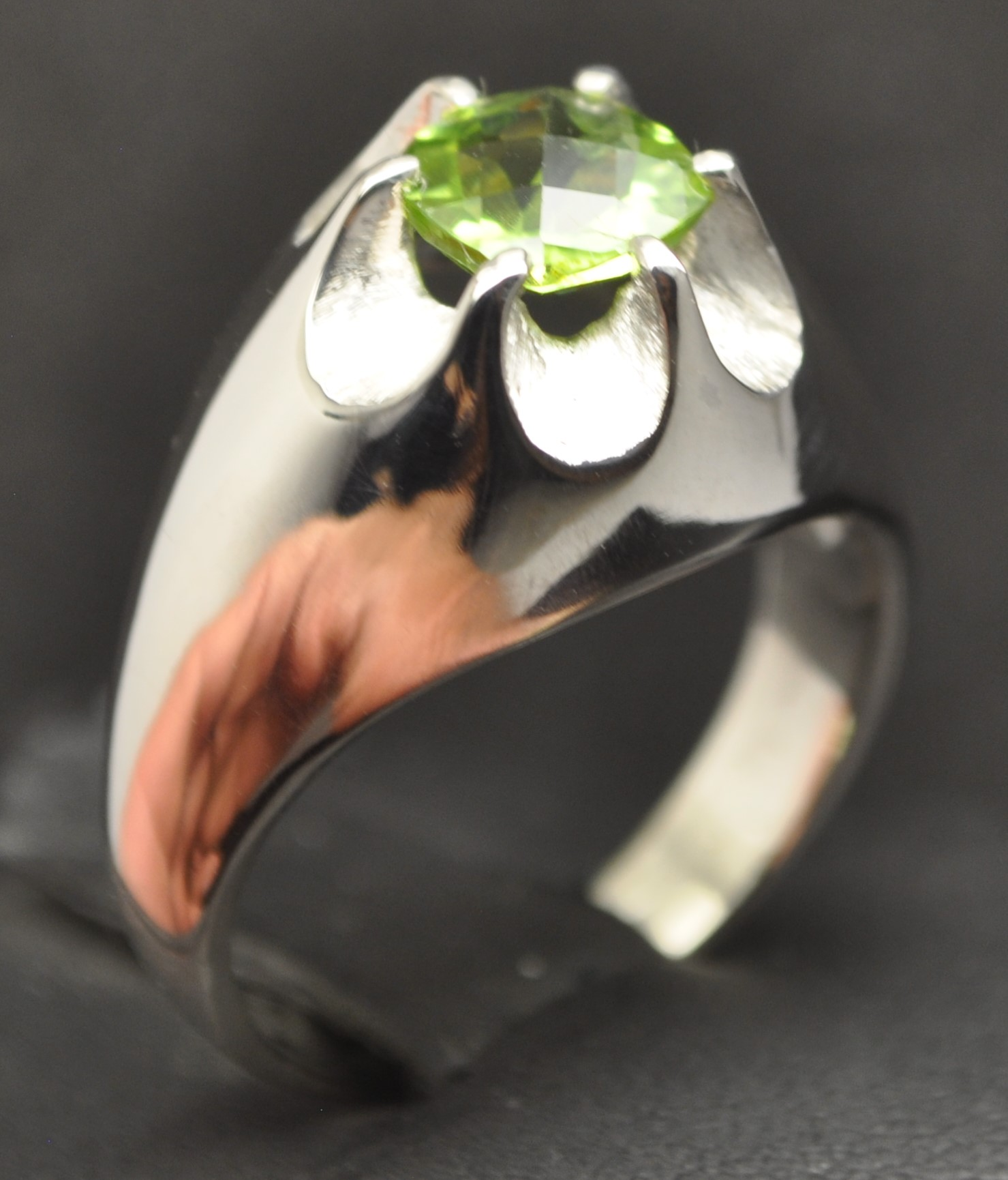 http://stores.ebay.com/J-Pena-Jewelry?_dmd=1&_nkw=PERIDOTPERIDOT PARROT GREEN STERLING SILVER CLAW MENS RING