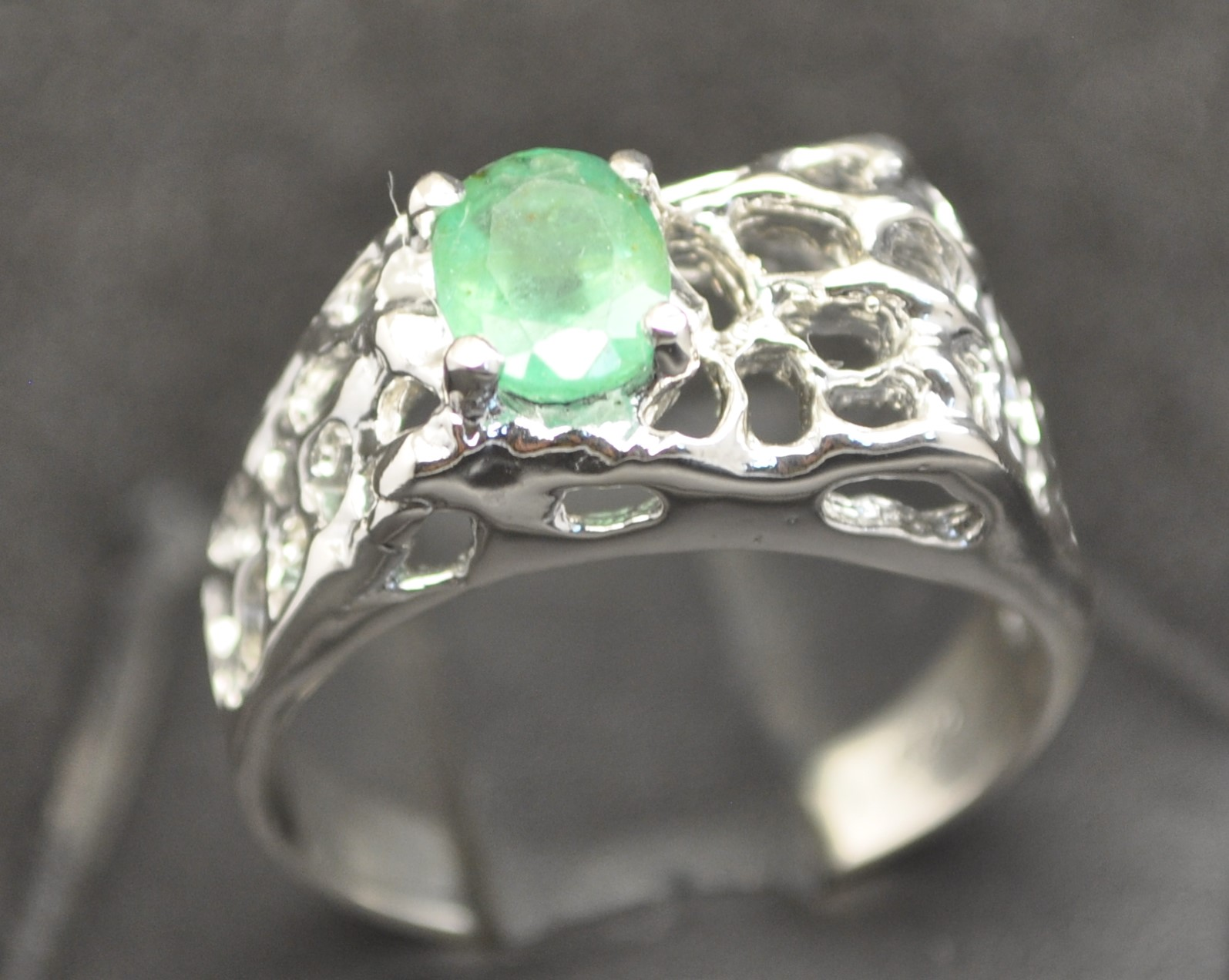 FINE EMERALD STERLING SILVER MENS OPEN NUGGET RING