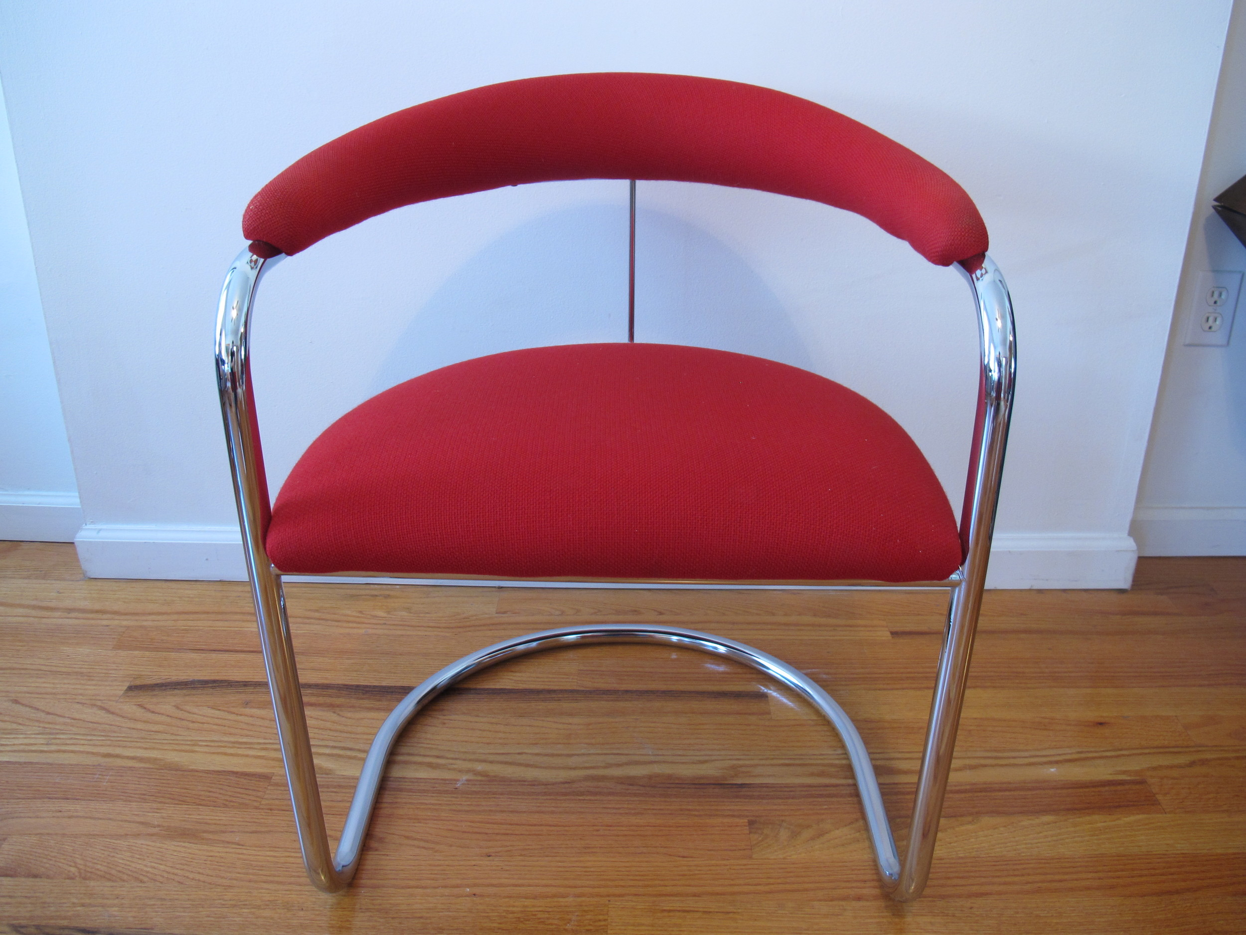 RED THONET CHAIR