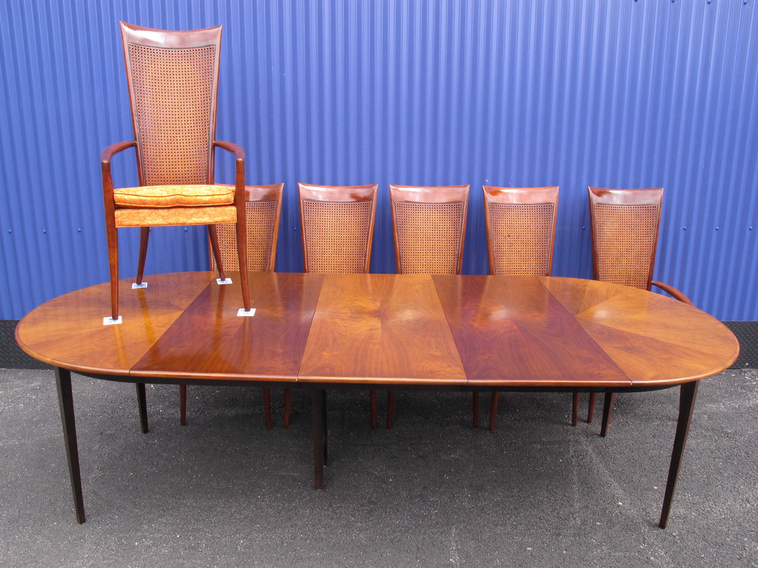 DIRECTIONAL TABLE & CHAIRS ATTRIBUTED TO MILO BAUGHMAN