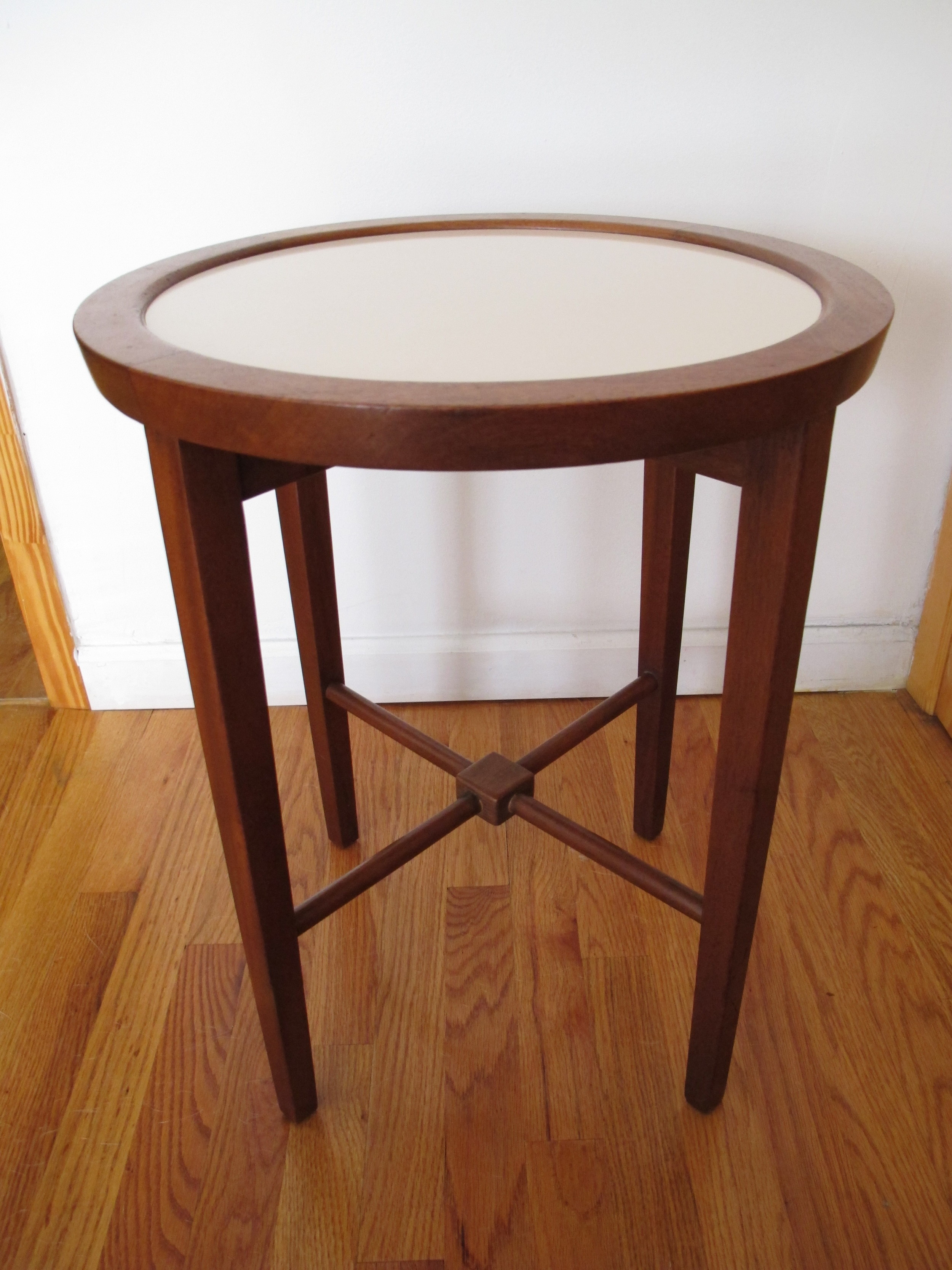 MID CENTURY ROUND SIDE TABLE
