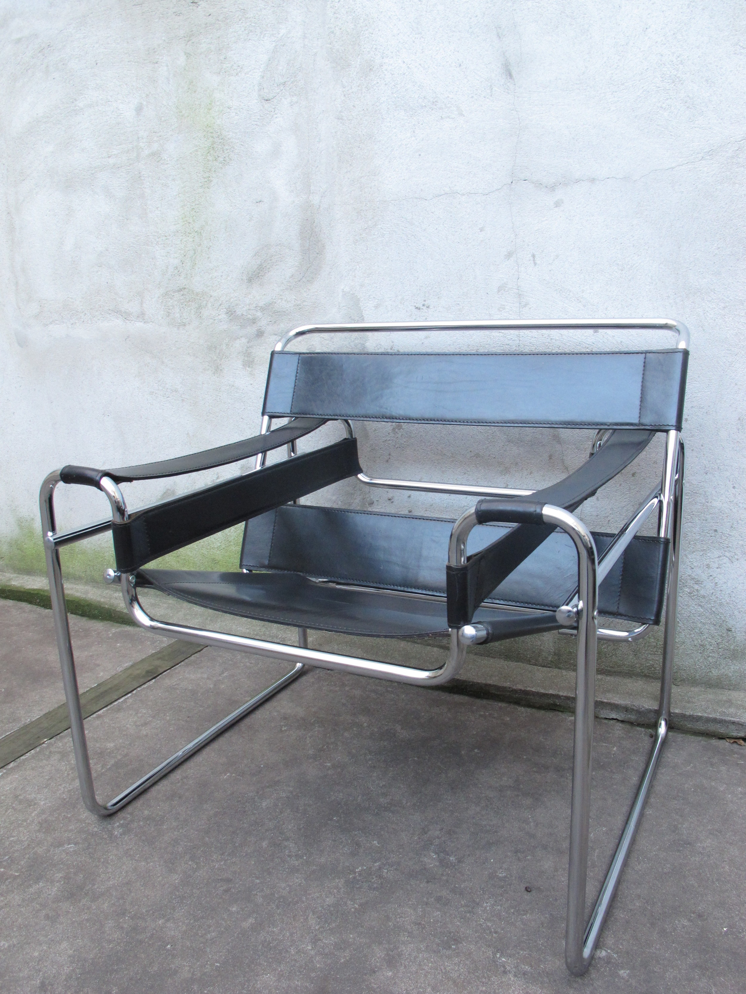 MID CENTURY ITALIAN WASSILY BLACK LEATHER LOUNGE CHAIR AFTER MARCEL BREUER