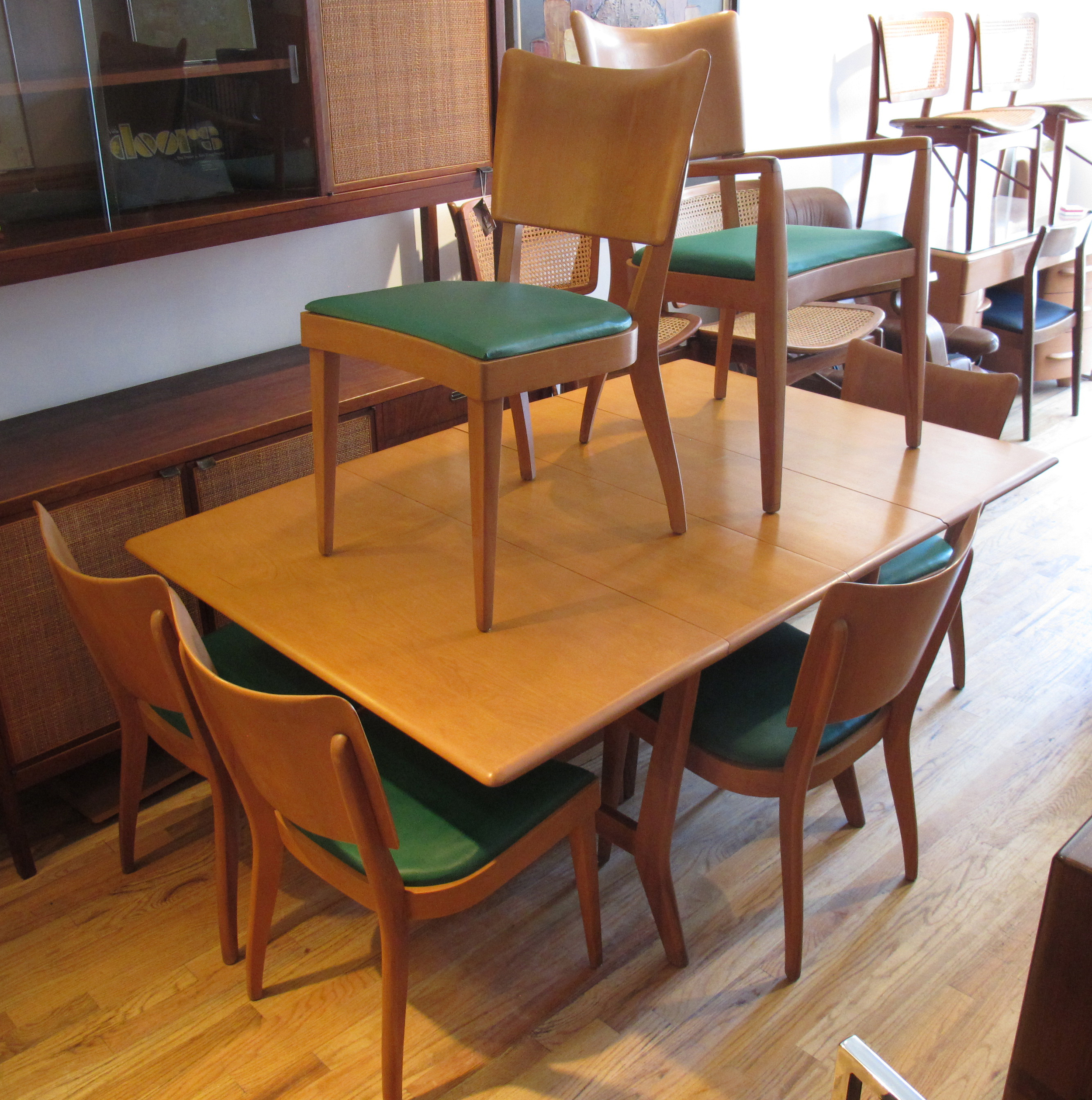 HEYWOOD WAKEFIELD DROP LEAF DINING TABLE AND SIX CHAIRS