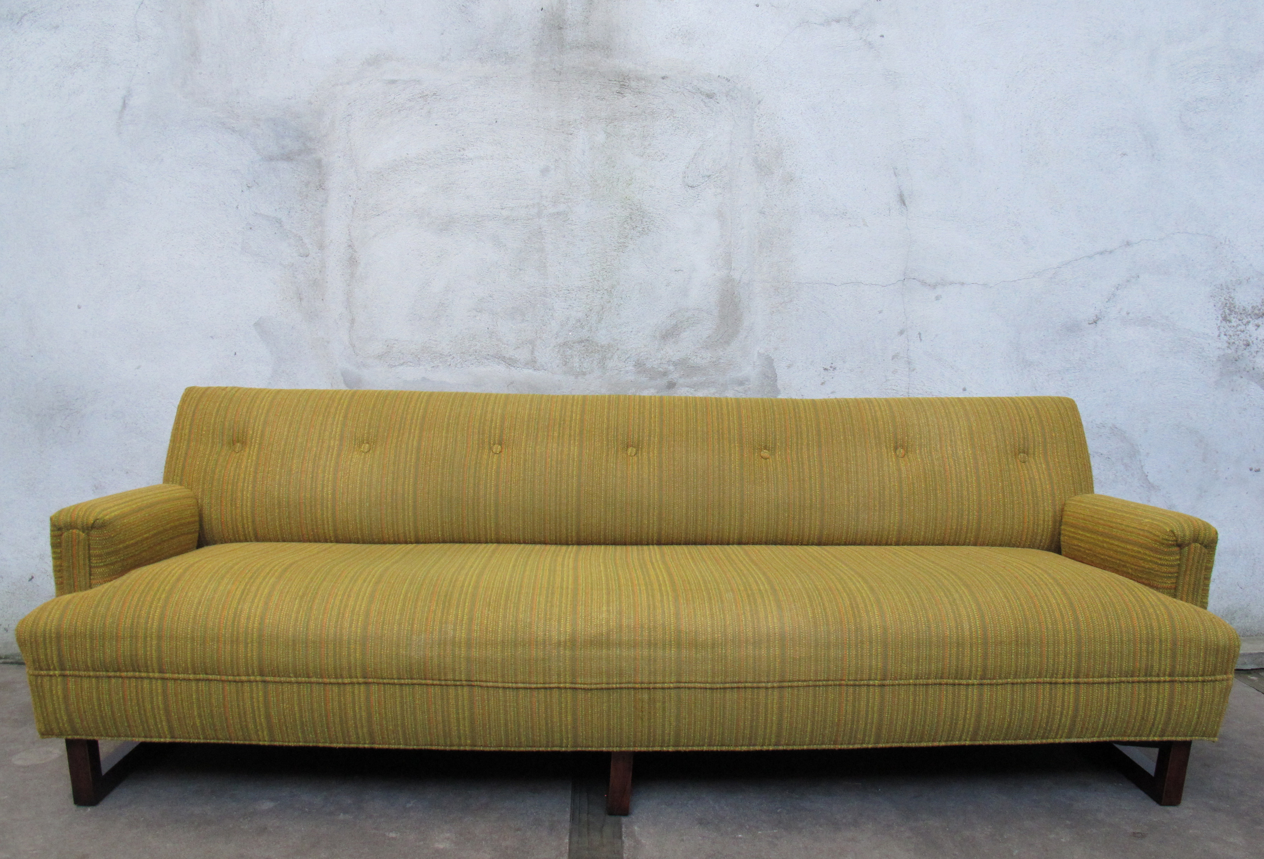 MID CENTURY 1950s GREEN SOFA WITH SCULPTED LEGS
